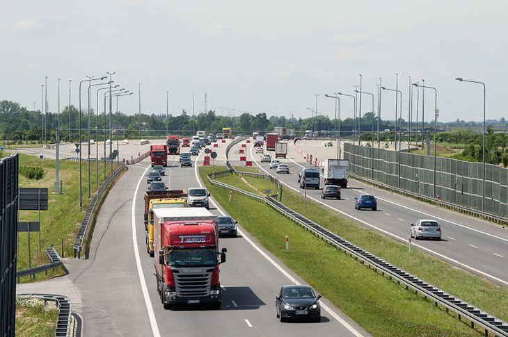 Zachowanie bezpiecznej odległości od poprzedzającego pojazdu na drogach szybkiego ruchu jest w Polsce dużym problemem