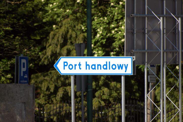Drogowskazy to jedne z najpopularniejszych znaków kierunku i miejscowości