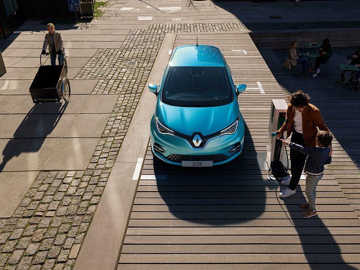 Nowe Renault Zoe to gruntownie zmodernizowany model znany od lat. Ma nie tylko nowy wygląd, ale też nowe wnętrze, silnik i baterię.