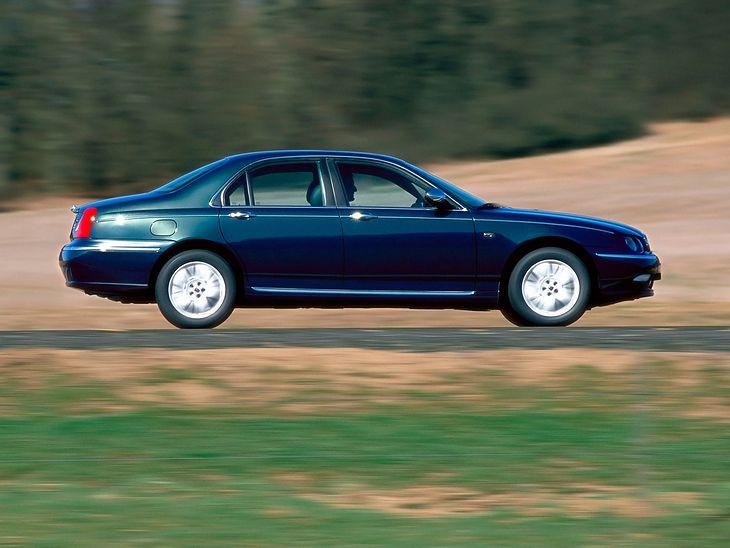 Samochód za 5000 zł do pracy wcale nie musi być golfem. Można tanio kupić mało popularne auto i cieszyć się niezawodnością.