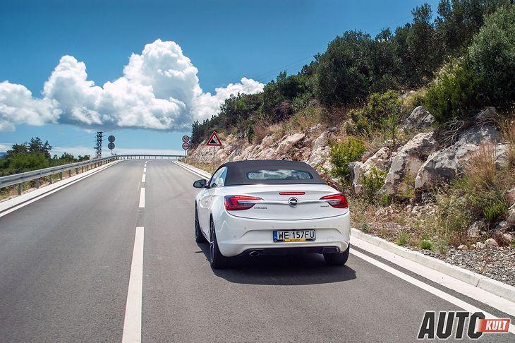 Podróż Magistralą Adriatycką wzdłuż wybrzeża to czysta przyjemność, piękne widoki ciągną się przez setki kilometrów.