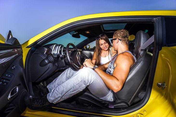 Seks w samochodzie wideo