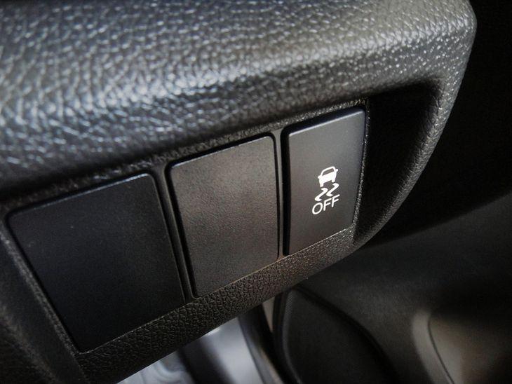 Wyłącznik kontroli trakcji - składowego elementu systemu ESP.