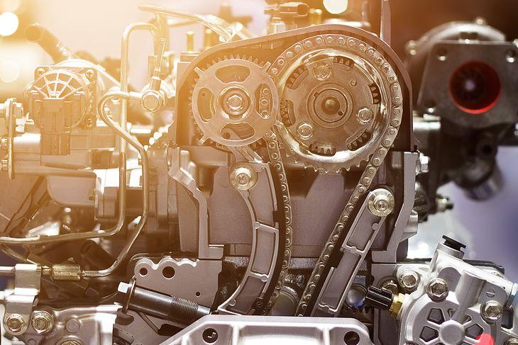 Łańcuch rozrządu też może sprawić poważne problemy (fot. PopTika/Shutterstock.com)