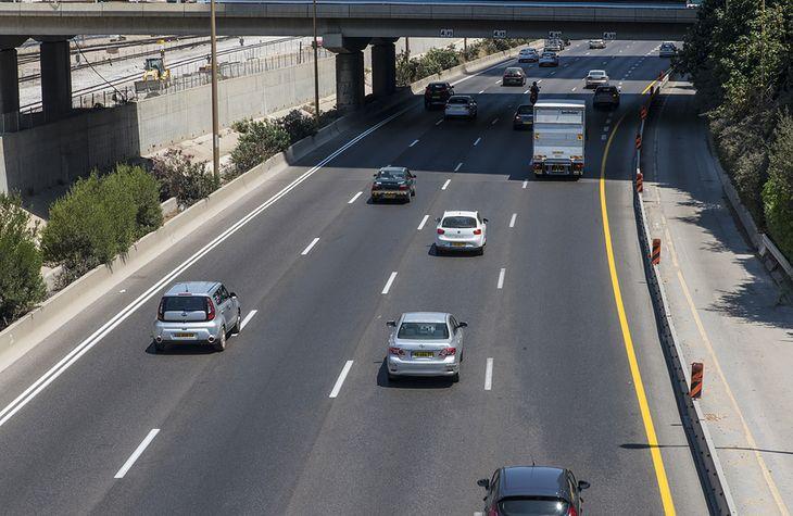 Niektórzy kierowcy dalej mają problem z trzymaniem się prawej strony drogi
