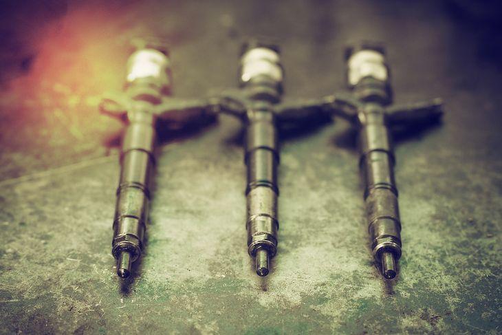 Zużyte wtryskiwacze najlepiej naprawić jak najwcześniej, bo dalsze problemy jakie wygenerują, mogą podwoić koszty napraw