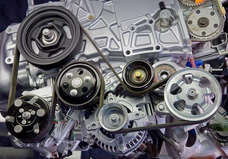 Napęd osprzętu silnika może ulec awarii (fot. Vivid Pixels / Shutterstock.com)