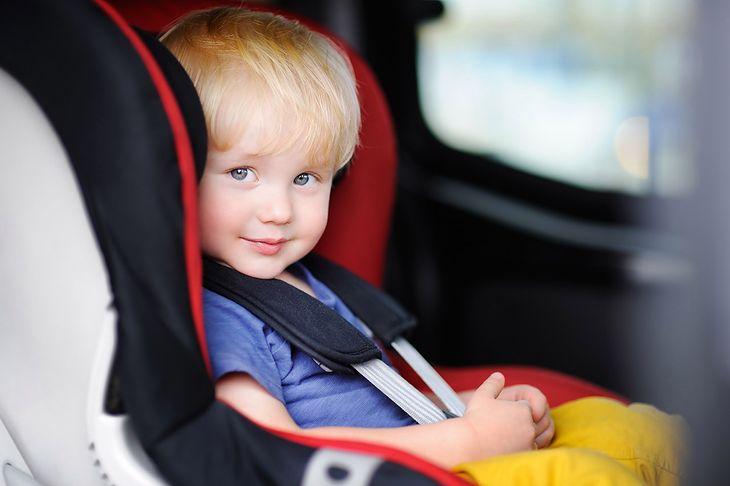 Dziecko należy przewozić w dostosowanym do niego foteliku