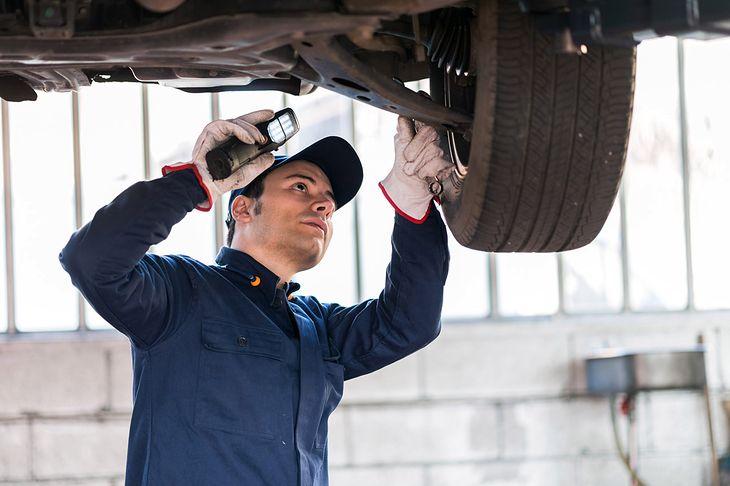 Kontrole podczas badań technicznych to dobre źródło wiedzy o awaryjności samochodów.