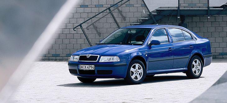 Skoda Octavia I - świetna relacja ceny do walorów praktycznych. Niestety najmłodsze, 10-letnie auta kosztują sporo. Jednak te starsze tylko kilka tysięcy złotych.