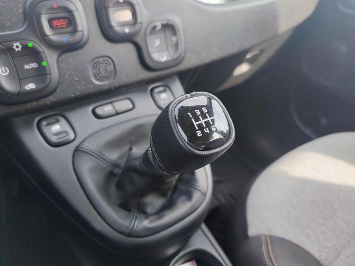 Redukcja biegu przed przyspieszaniem jest dobra dla silnika i poprawia bezpieczeństwo