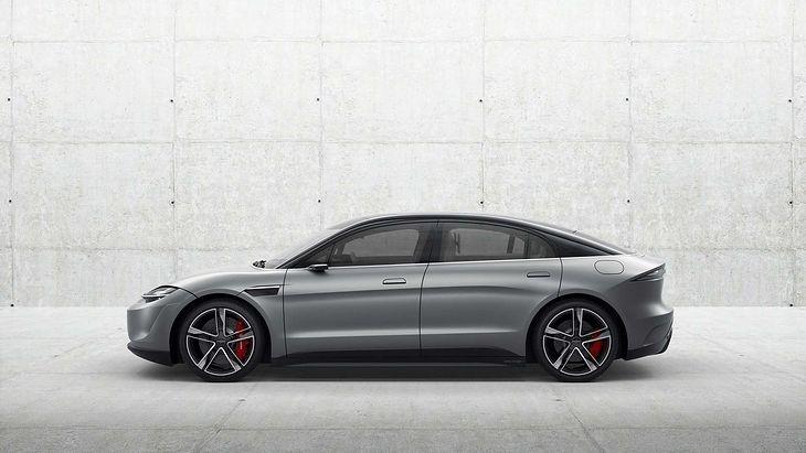Pod względem stylistycznym Vision-S przypomina nieco Teslę Model 3.