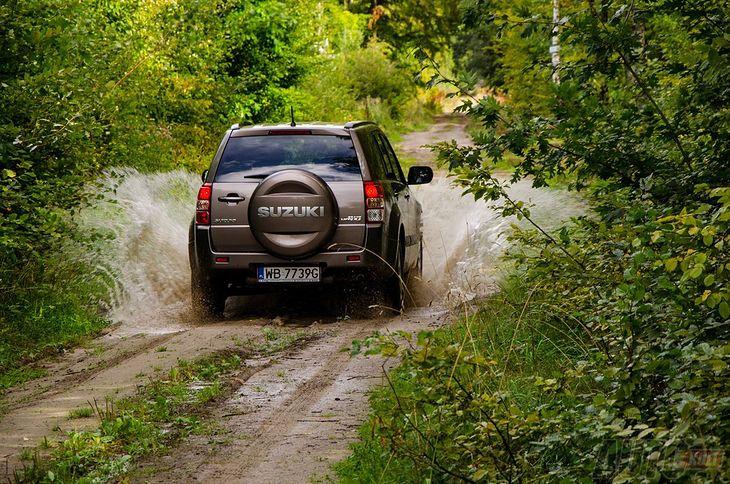 Suzuki Grand Vitara - trudno się dziwić, że rdzewieje, jeśli jeździ się w taki sposób.