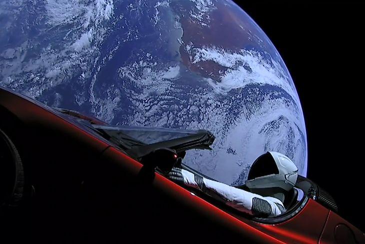 Wysłanie samochodu w kosmos było widowiskowe, ale nie rozwiązało żadnych problemów Tesli