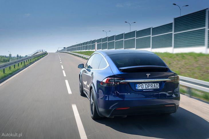 Tesla chce robić coś więcej niż tylko sprzedawać samochody. Na zdjęciu Tesla X P90D