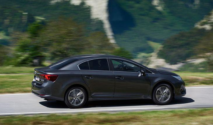 Auto klasy średniej z prostym silnikiem benzynowym - Toyota najdłużej oferowała taki model.