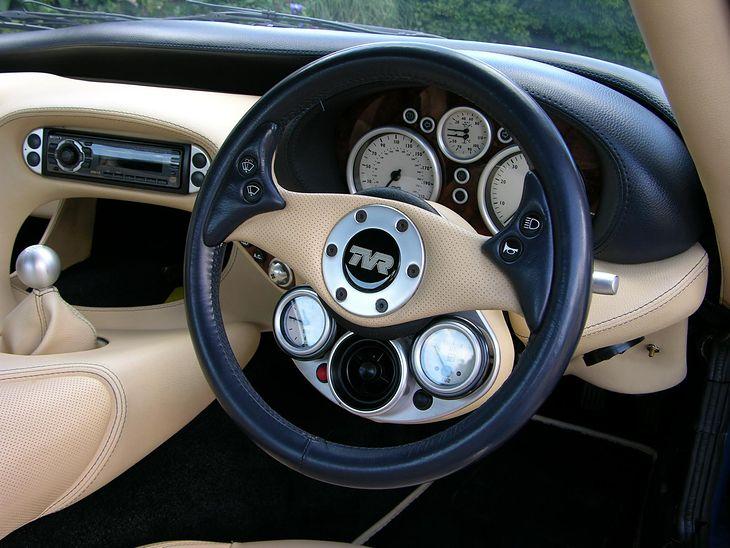 Zegar, nawiew i wskaźnik paliwa - a wszystko to tuż przy kierownicy.
