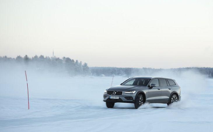 Ograniczenie prędkości do 180 km/h w autach Volvo? Dla mnie mogą też wprowadzić system uniemożliwiający jazdę poślizgami, a nawet ograniczyć gamę lakierów do czarnego i białego. To ich sprawa.