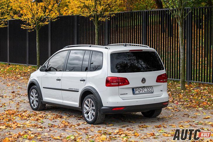 VW Touran to atrakcyjne, stosunkowo młode auto, ale może rdzewieć od spodu.