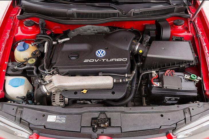 Są silniki o podobnej nazwie, które miewają spore problemy. Kłopot w tym, że również są świetne wersje o tej samej pojemności i podobnej mocy. Można je kupić przez przypadek.