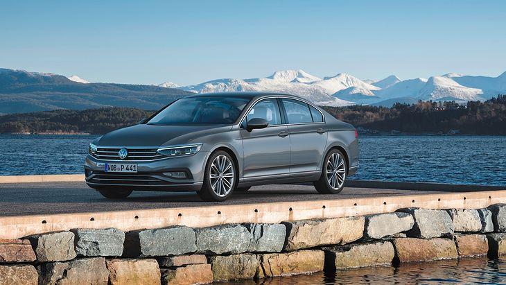 Nowy Volkswagen Passat jest już dostępny w salonach. Technicznie wyprzedza konkurencję.