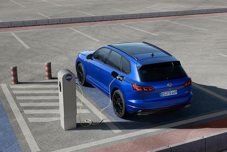 Najmocniejszy i najszybszy VW Touareg będzie hybrydą.