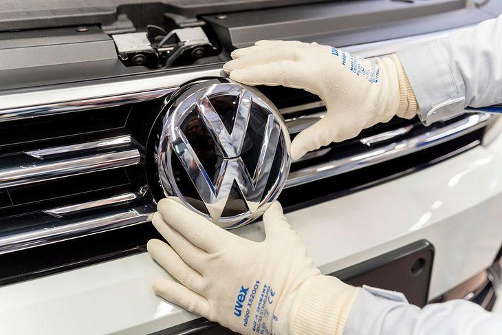 Dziś Volkswagen chętnie informuje o szerokich inwestycjach w pojazdy o napędzie elektrycznym