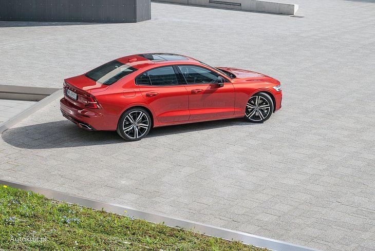 Prawie nowe auta trafiają do ogłoszeń jako cesje leasingu. Nie wszystkie propozycje są atrakcyjne. Niektóre są droższe niż nowe samochody!