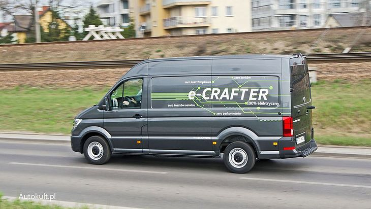 Skorzystać mieli kierowcy właśnie takich, elektrycznych vanów.
