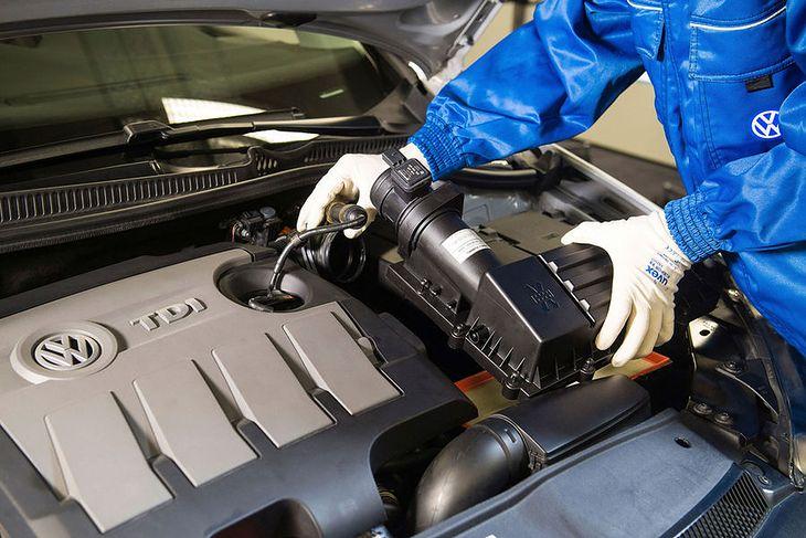 Akcja serwisowa dotyczy aut z silnikami TDI wyprodukowanych w latach 2008-2015. W 1.2 i 2.0 aktualizuje się oprogramowanie, w 1.6 montuje się także regulator przepływu powietrza.