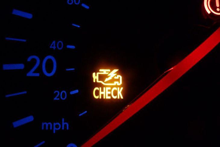 """Kontrolka """"check engine"""""""
