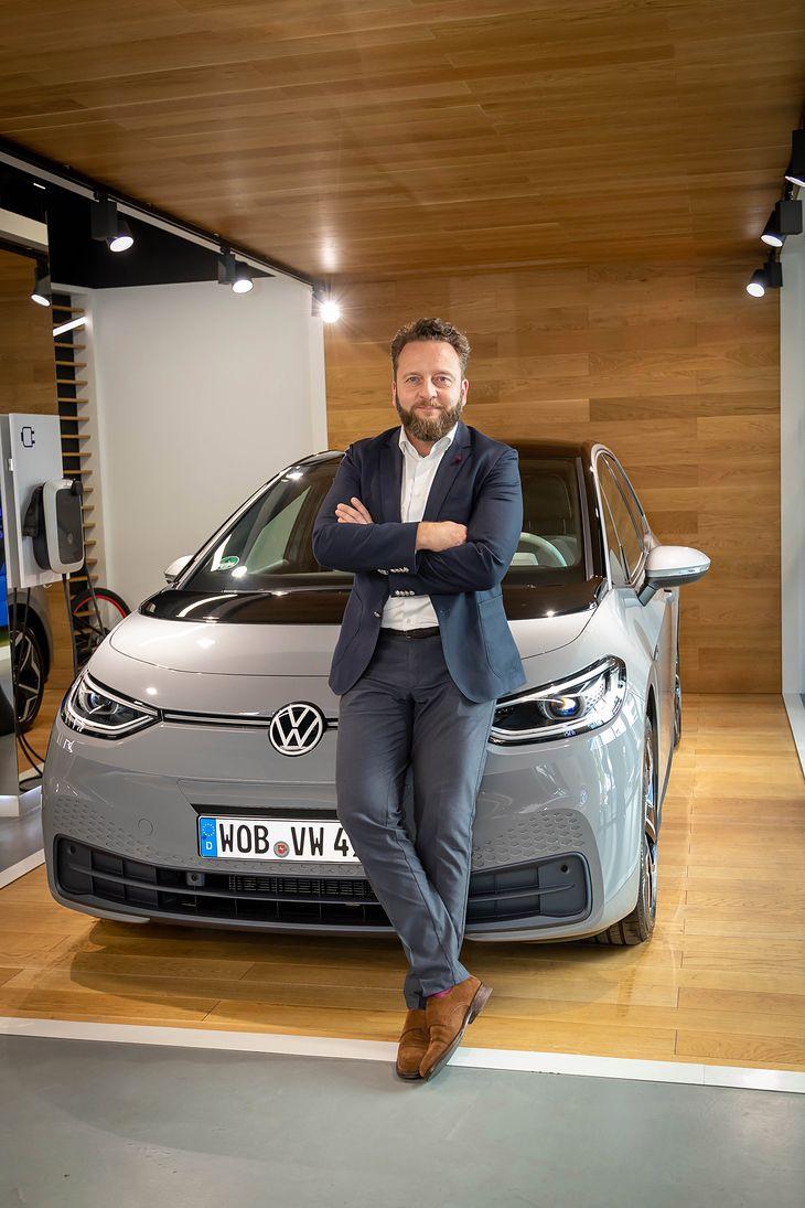 Łukasz Zadworny przy Volkswagenie ID.3 - przełomowym modelu dla marki