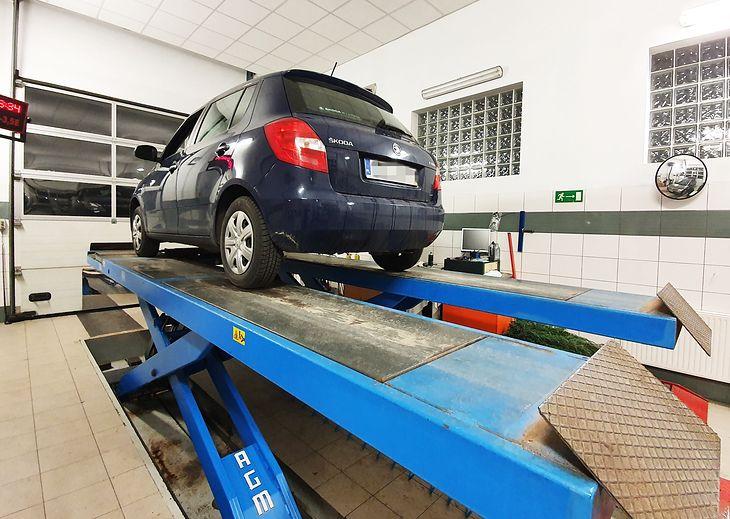 Владелец свежеиспеченного подержанного автомобиля должен посетить гараж.  Однако сначала стоит позаботиться обо всех формальностях.