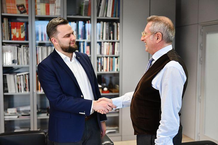 Szef ElectroMobility Poland Piotr Zaremba i szef Torino Design Roberto Piatti (fot. ElectroMobility Poland)
