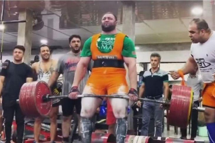 Peiman Maheripourehir podniósł sztangę ważącą 476 kg