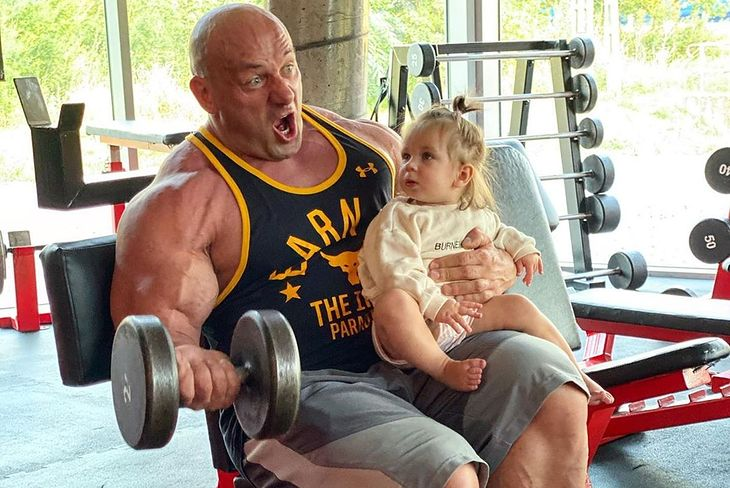 Robert Burneika z córką
