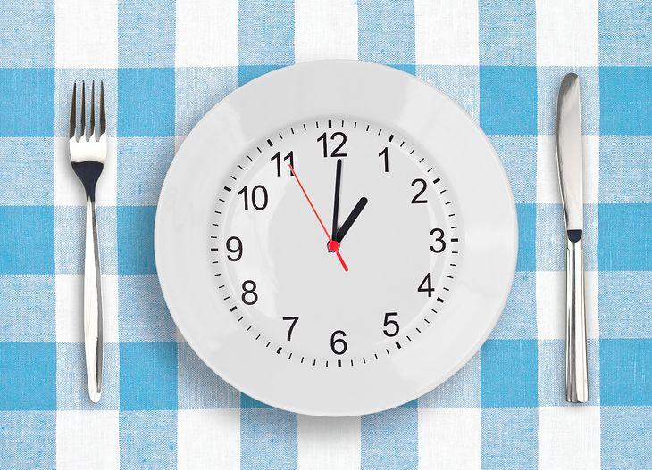 Wpływ braku regularności w jedzeniu posiłków na organizm