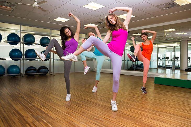 Kobiety tańczące zumbę