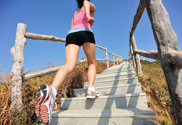 Bieg po schodach