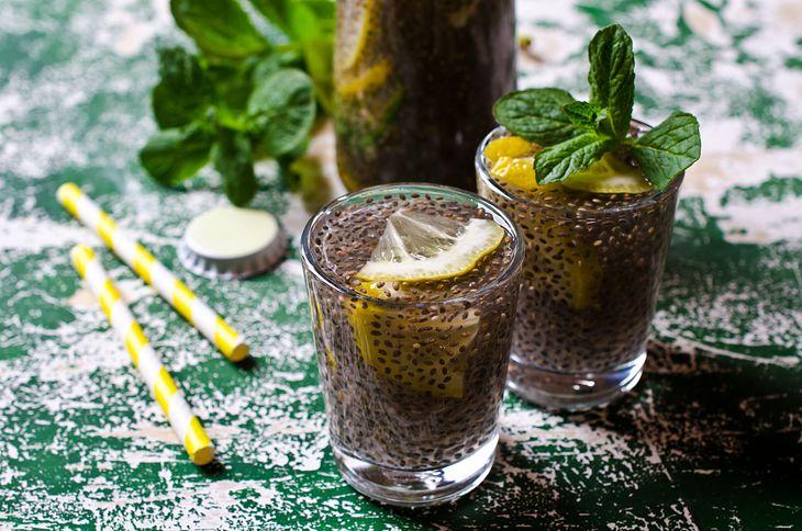 Drink chia z sokiem z cytryny