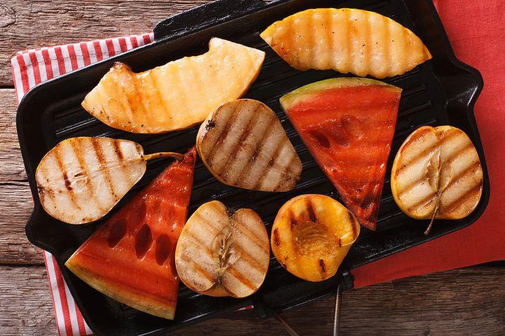 Grillowane owoce