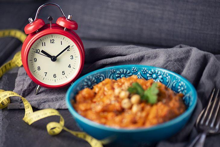 Dieta IF to okna żywieniowe i okresy postu