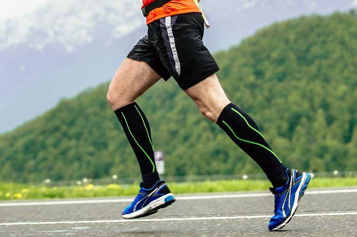 Skarpety kompresyjne do biegania są przydatne podczas treningów na długich dystansach
