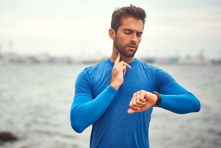 Pomiar tętna można wykonać na tętnicy szyjnej