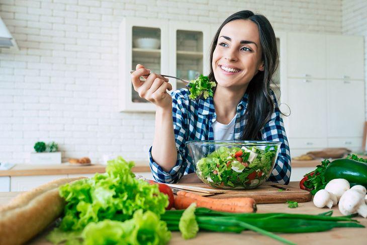 Sałatka wegańska to smaczna propozycja w diecie wegańskiej