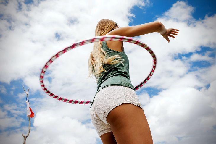 Ćwicząc z hula-hop, można wysmuklić sylwetkę i schudnąć