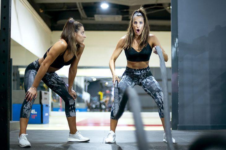 Interwały nie odnoszą się tylko do biegania, można je wykonać np. podczas treningu z linami