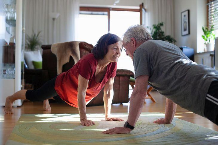Seniorzy powinni ćwiczyć regularnie