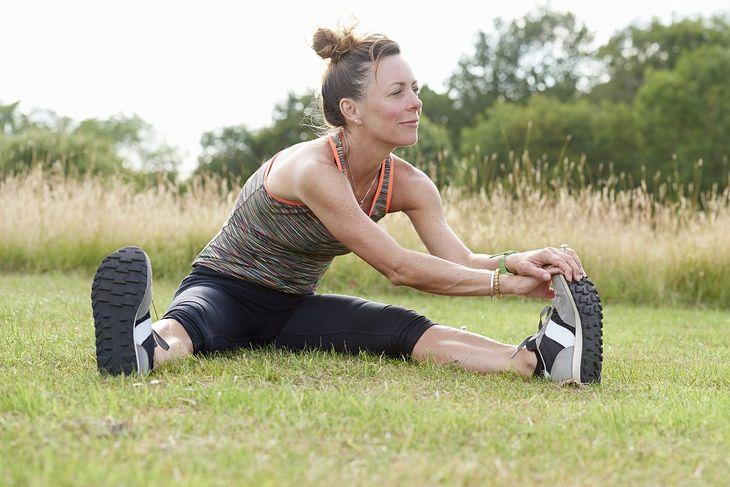 Stretching statyczny to jedno z ćwiczeń na poprawę gibkości