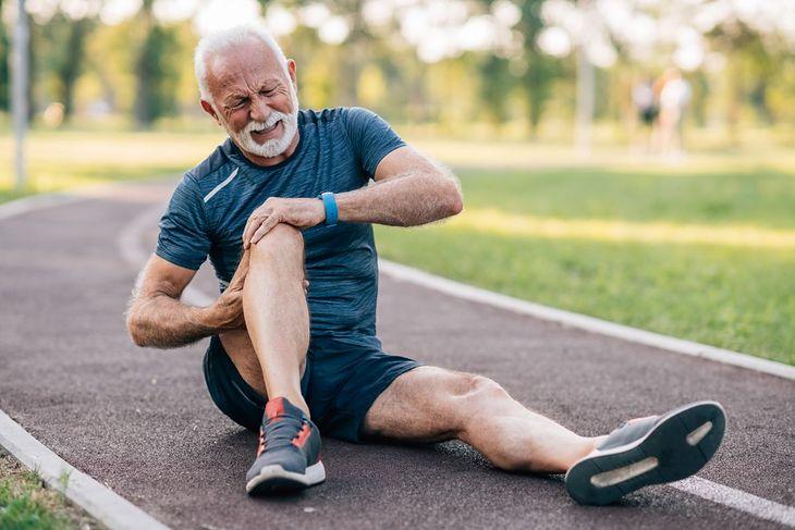 Ból wywołany chondromalacją rzepki pojawia się niekiedy po intensywnym wysiłku